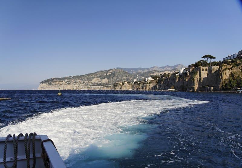 Sorrentine Küste und Mittelmeer stockfoto