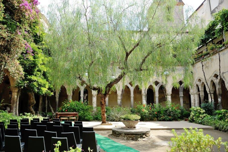 Sorrento San Francesco kloster, ställe av den borgerliga förbindelsen som gifta sig destinationen i Italien royaltyfria foton