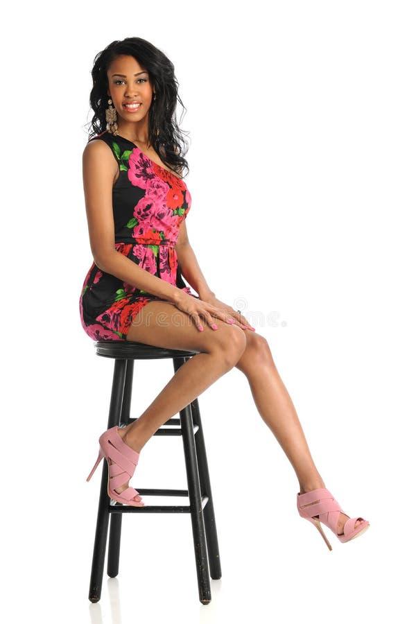 Sorridere afroamericano della donna immagine stock