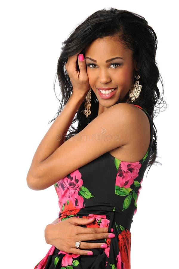 Sorridere afroamericano della donna immagini stock libere da diritti