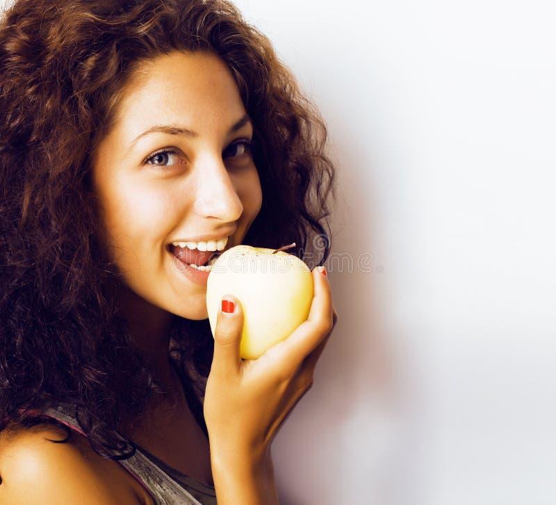 Sorridere alto vicino di tenage della ragazza della mela reale abbastanza giovane di cibo fotografia stock libera da diritti