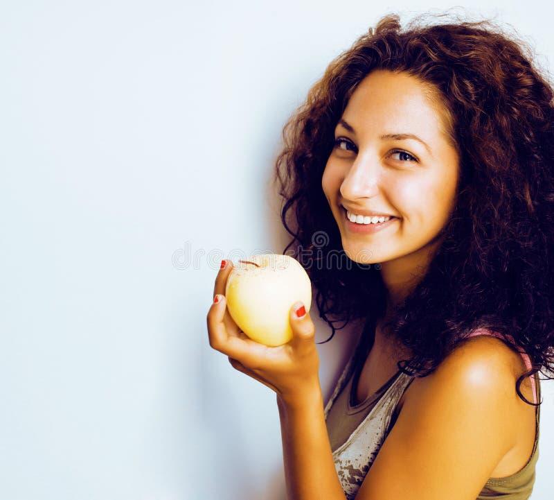 Sorridere alto vicino di tenage della ragazza della mela reale abbastanza giovane di cibo, wom fotografia stock libera da diritti