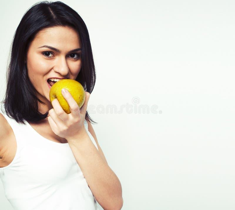 Sorridere alto vicino di tenage della ragazza della mela reale abbastanza giovane di cibo, wom immagini stock libere da diritti