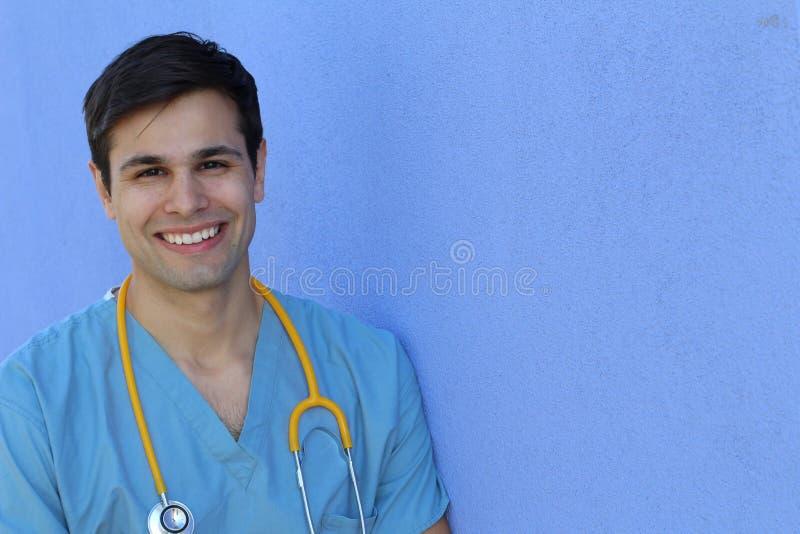 Sorridere bello fiero dello studente dell'infermiere dei giovani immagine stock libera da diritti