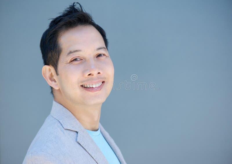 Sorridere cinese dell'uomo fotografie stock