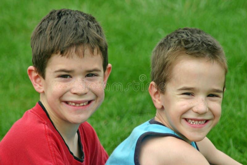 Sorridere dei fratelli immagine stock