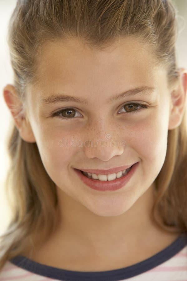 sorridere del ritratto della ragazza immagini stock libere da diritti