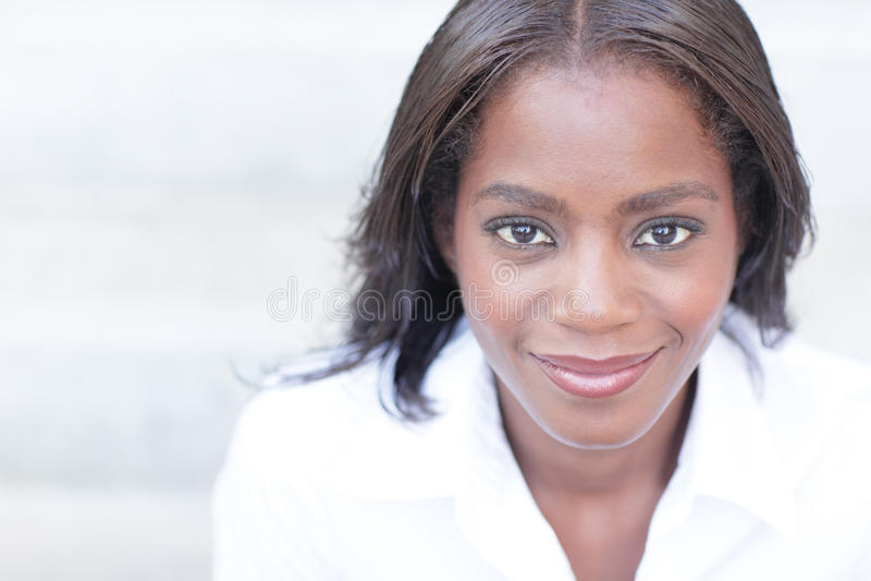Sorridere della donna di colore fotografia stock