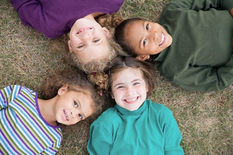 Sorridere delle quattro ragazze immagini stock