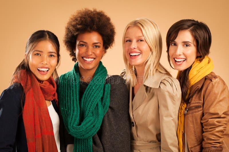 Sorridere di quattro donne fotografia stock libera da diritti