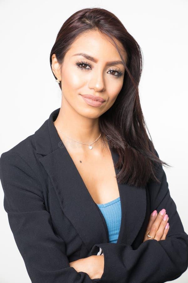 Sorridere elegante attraente della donna di affari fotografia stock libera da diritti