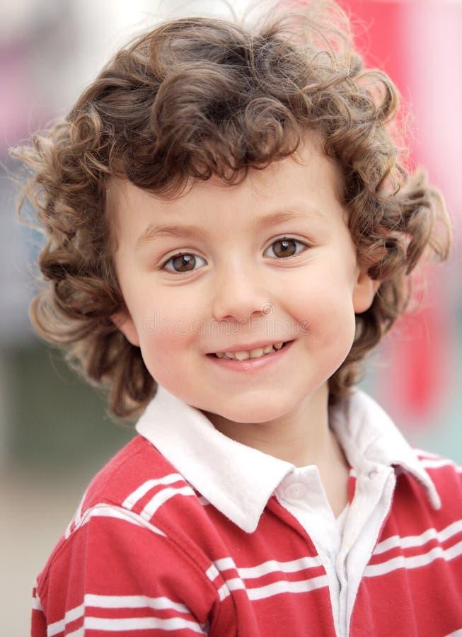 Sorridere felice adorabile del ragazzo immagine stock libera da diritti