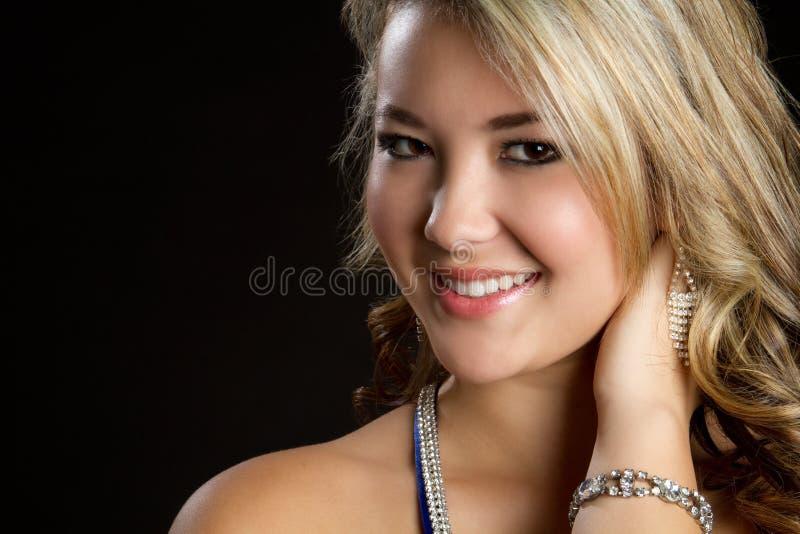 Sorridere grazioso della ragazza immagine stock libera da diritti