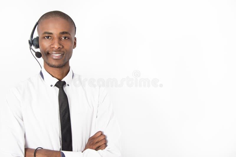Sorridere maschio del giovane agente professionale della call center fotografia stock libera da diritti