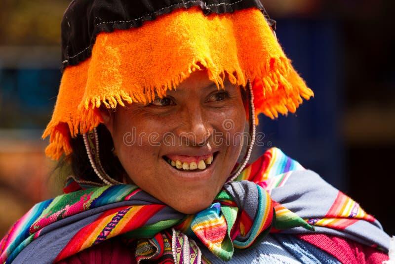 Sorridere peruviano della donna fotografia stock libera da diritti