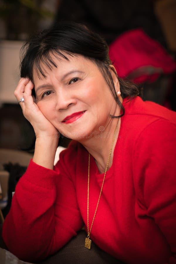Sorridere senior asiatico della donna immagine stock libera da diritti