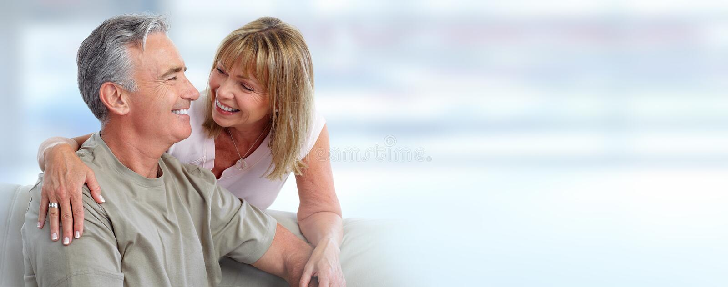 Sorridere senior delle coppie fotografia stock libera da diritti