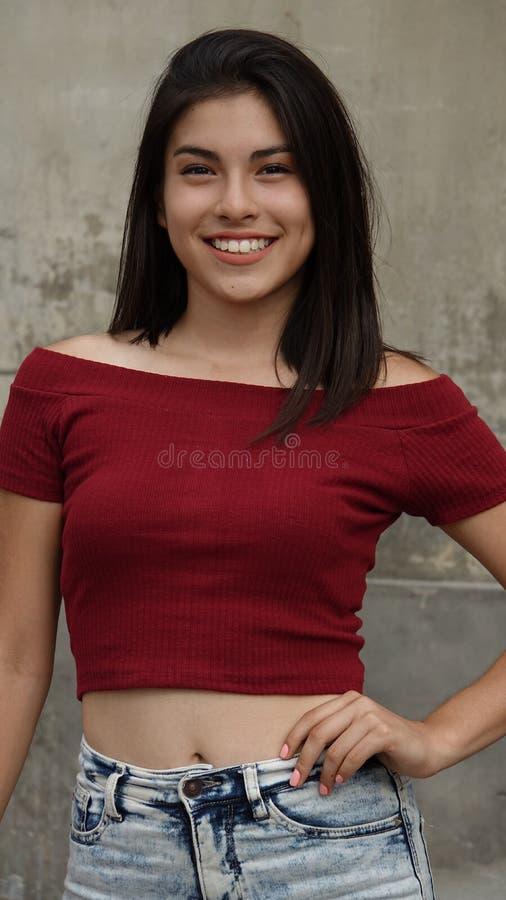 Sorriso adolescente seguro da menina fotos de stock royalty free