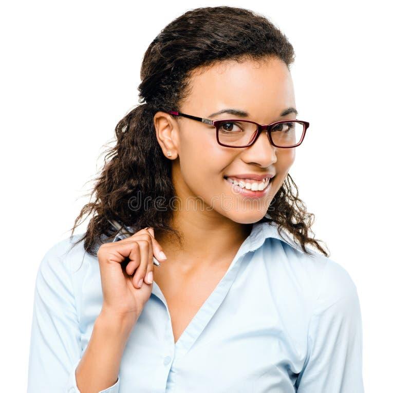 Sorriso afro-americano feliz da mulher de negócios isolado em b branco fotos de stock royalty free