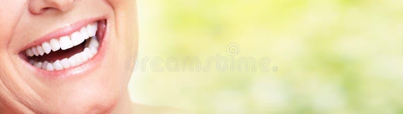 Sorriso anziano della donna fotografia stock libera da diritti