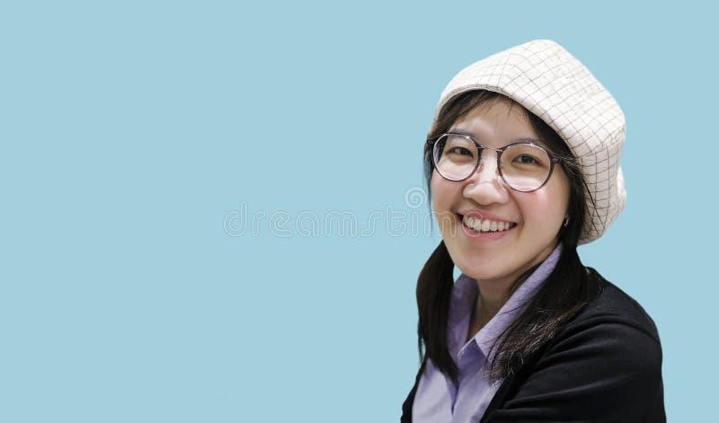 Sorriso asiático bonito da mulher foto de stock