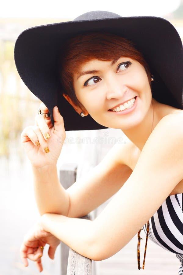 Sorriso asiático bonito da mulher fotos de stock royalty free