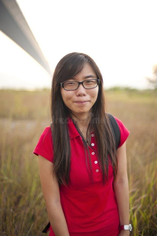 Sorriso asiático da menina ao ar livre imagem de stock royalty free