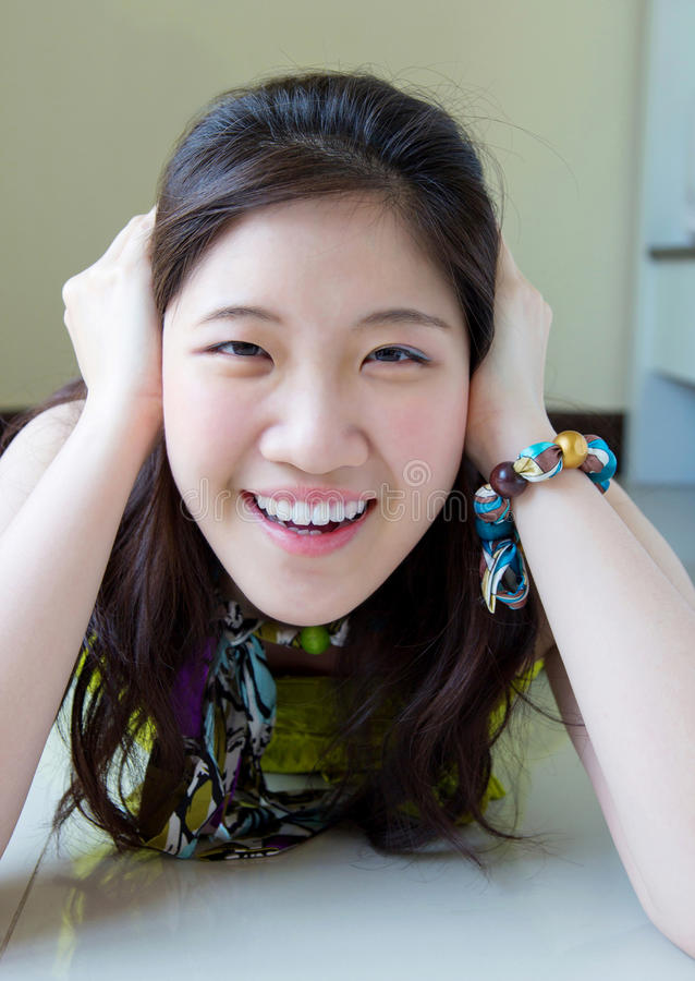 Sorriso asiático da mulher fotografia de stock royalty free