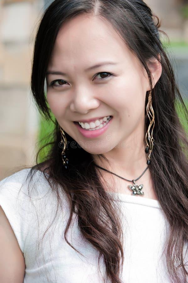 Sorriso asiático do dente da mulher fotografia de stock