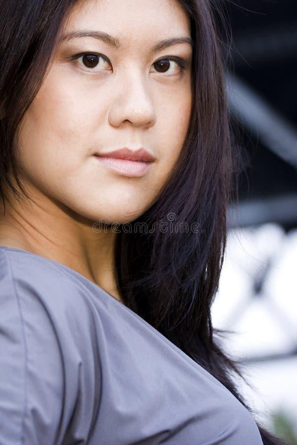 Sorriso asiático novo da mulher imagem de stock royalty free