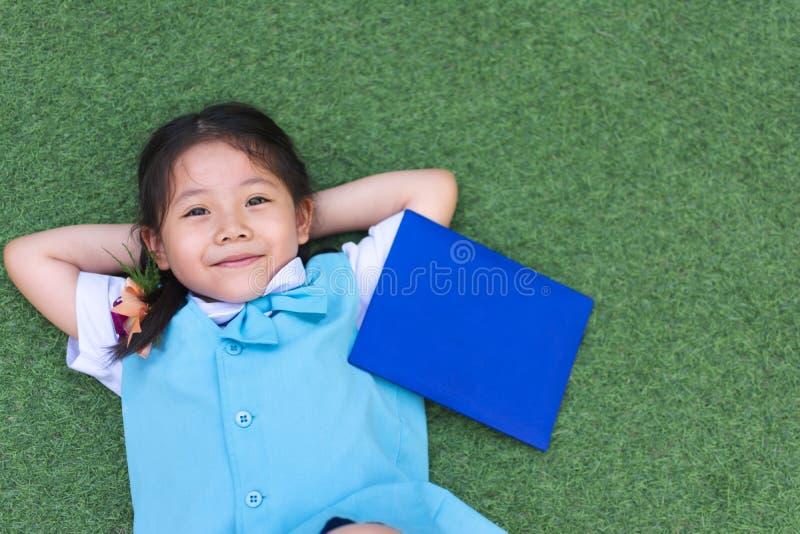Sorriso asiático pequeno bonito da menina imagem de stock