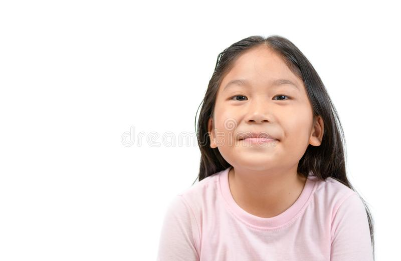 Sorriso asiatico sveglio della ragazza isolato su bianco fotografia stock libera da diritti