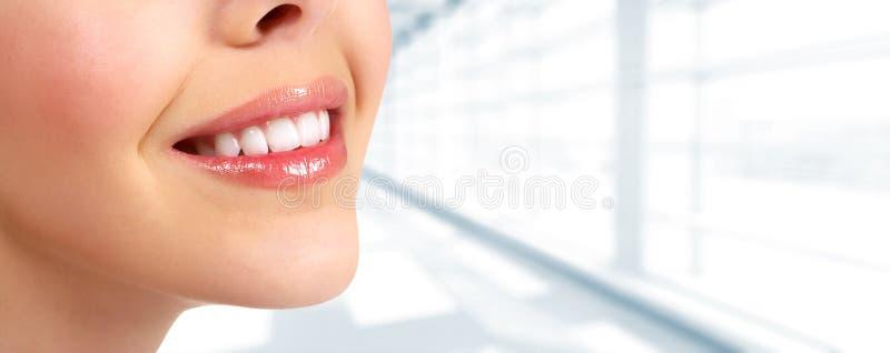 Sorriso bonito da mulher imagens de stock royalty free
