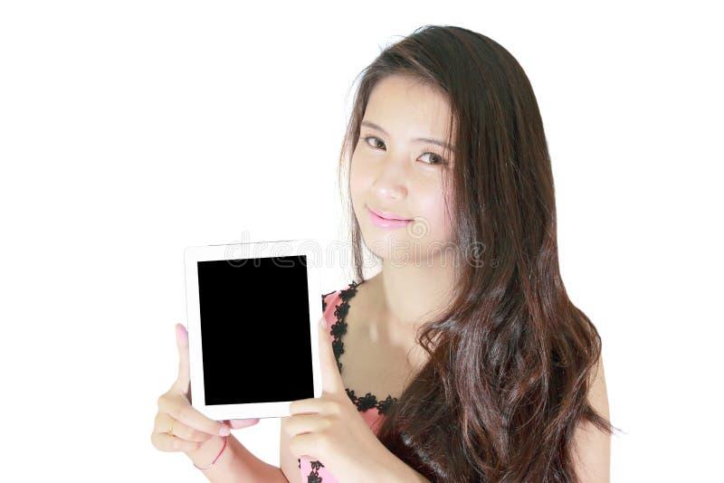 Sorriso bonito da mulher e mostrar o PC da tabuleta fotos de stock