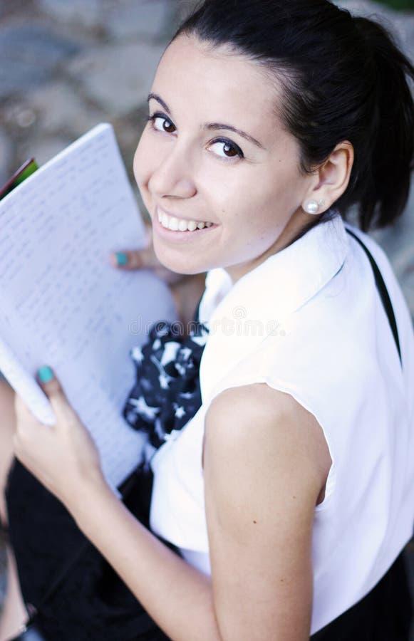 Sorriso bonito do estudante do highschool imagem de stock