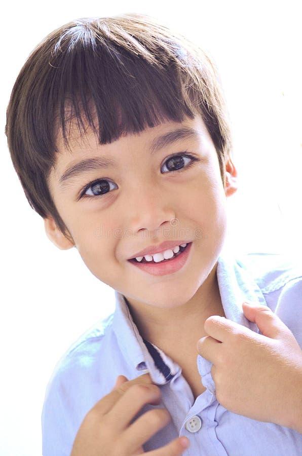 Sorriso bonito do menino fotografia de stock royalty free