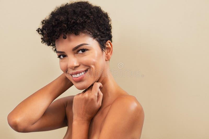 Sorriso brasileiro da mulher da beleza fotos de stock royalty free