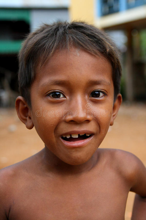 Sorriso cambojano do menino foto de stock royalty free