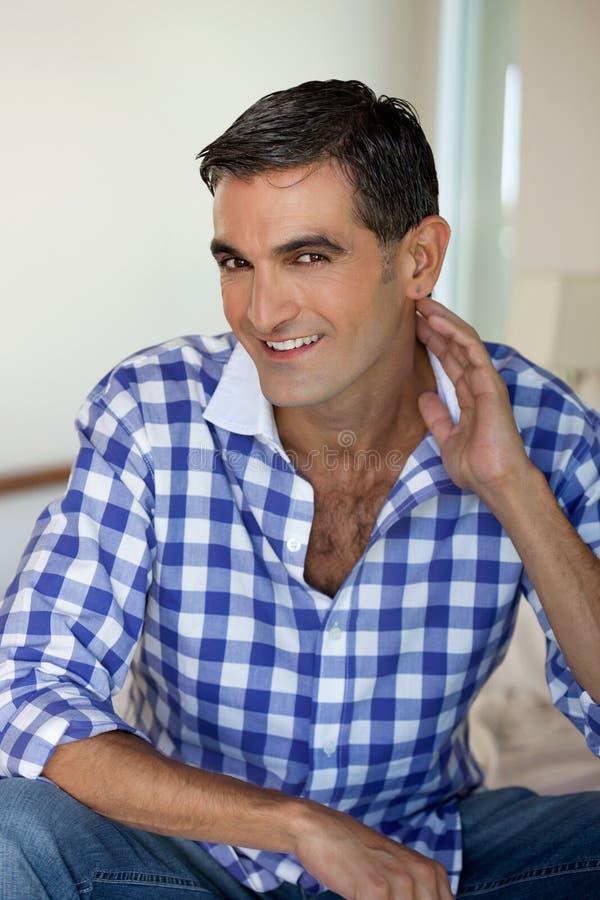 Sorriso considerável do homem imagem de stock royalty free