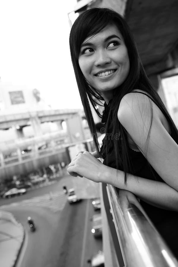 Sorriso consideravelmente asiático da mulher dos jovens imagens de stock