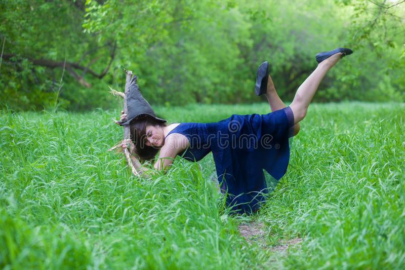 Sorriso da bruxa de Dia das Bruxas uma bruxa positiva imagens de stock