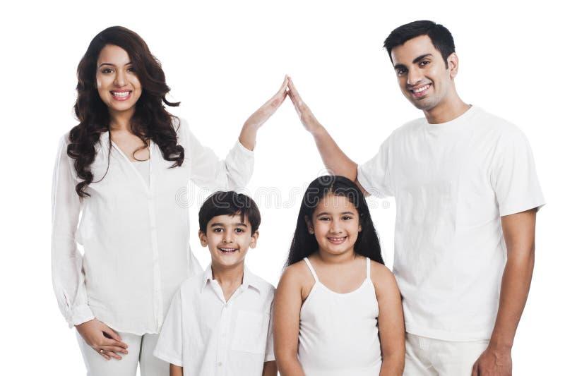Sorriso da família imagem de stock