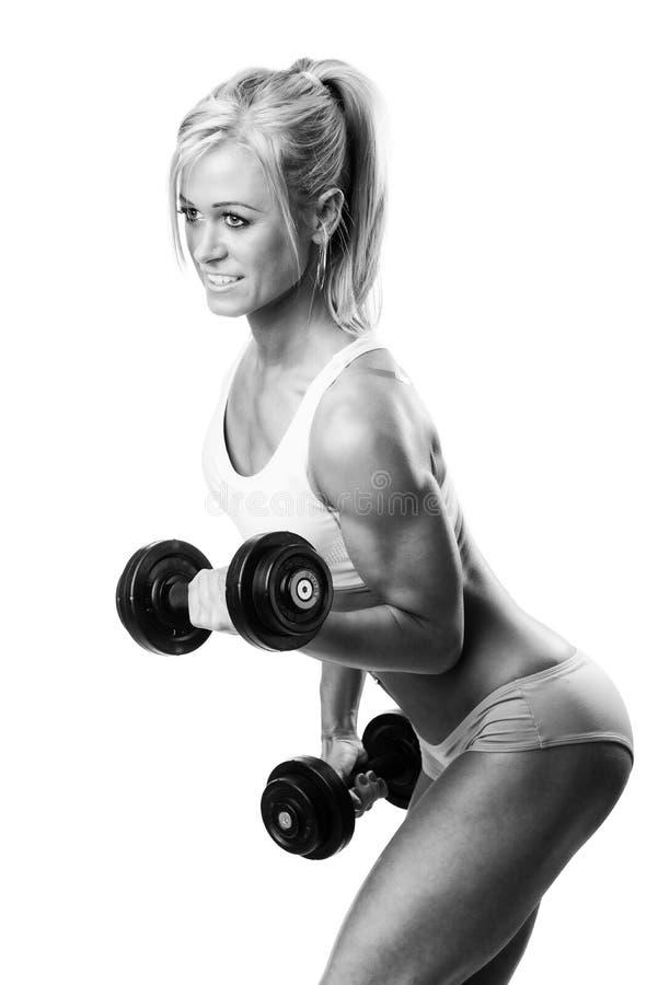 Sorriso das mulheres do esporte da aptidão feliz com peso imagem de stock