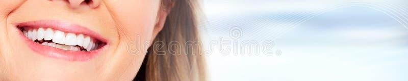 Sorriso dei denti della donna fotografia stock libera da diritti