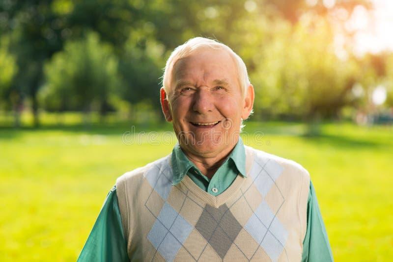 Sorriso dell'uomo senior immagini stock libere da diritti