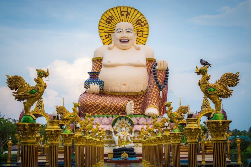 Sorriso do gigante ou estátua feliz de buddha no wat pl do templo budista fotografia de stock royalty free