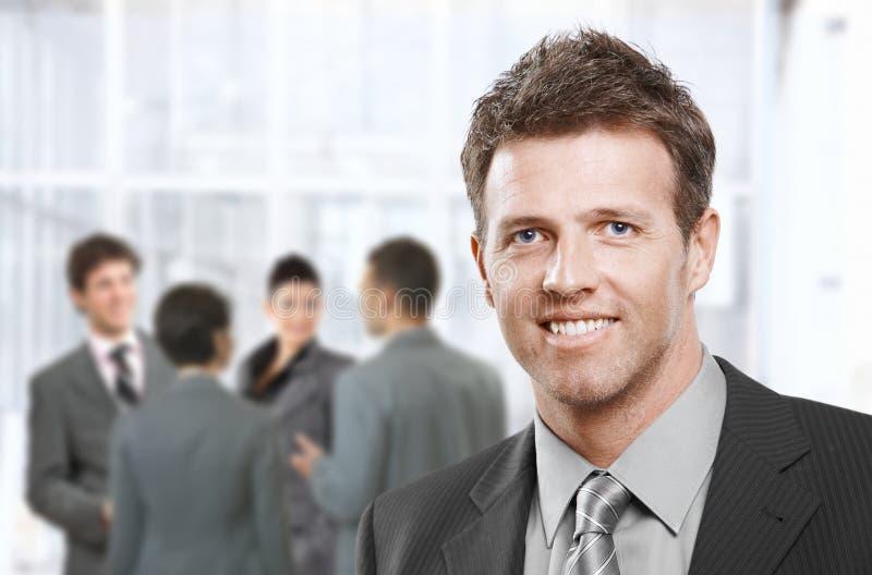 Sorriso do homem de negócios esperto fotografia de stock royalty free