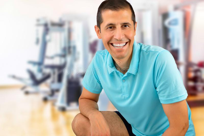 Sorriso do homem do esporte foto de stock royalty free