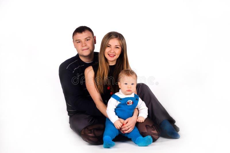 Sorriso ed abbraccio felici della famiglia. fotografie stock