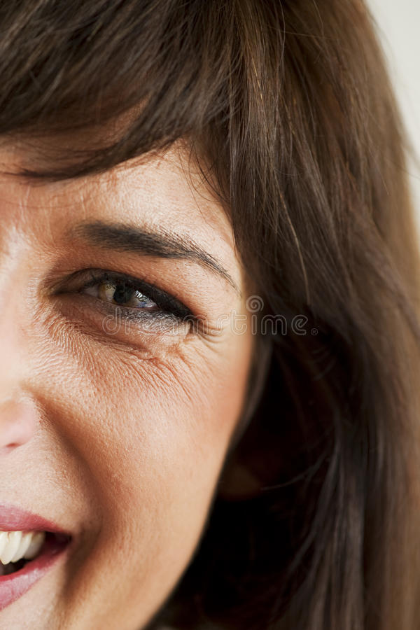 Sorriso espontâneo da mulher imagem de stock royalty free